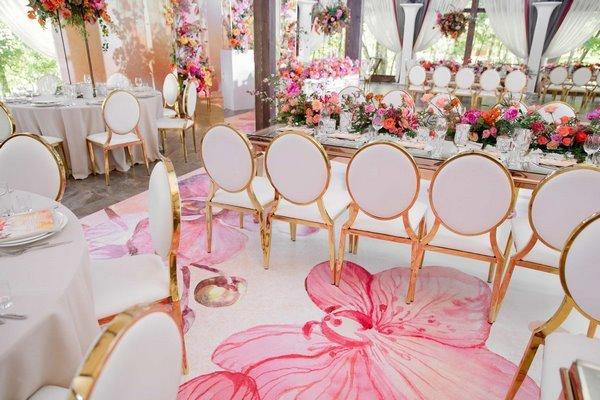 Идеи для оригинального оформления свадебного зала живыми цветами